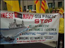 Cuộc biểu tình thu hút hàng trăm người Việt