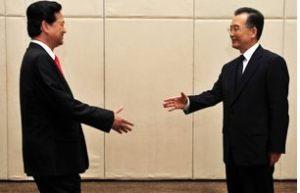 AFP PHOTO/Frederic J. Brown Thủ tướng VN Nguyễn Tân Dũng gặp gỡ Thủ tướng TQ Ôn Gia Bảo hôm 17-4-2009, nhân chuyến sang Trung Quốc tham dự Diễn đàn Kinh tế Bác Ngao.