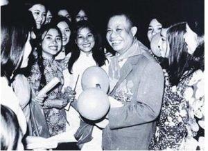 Bí thư thứ nhất T.Ư Đoàn Đặng Quốc Bảo với thanh niên Thủ đô (năm 1978)