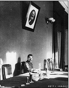 Stalin muốn Đức và Tây phương đánh nhau để làm 'ngư ông đắc lợi'
