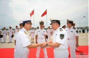 Tàu hải quân Việt Nam đi thăm và bắt tay hữu nghị với hải quân Trung Quốc ngày 24/06/2009 (15).