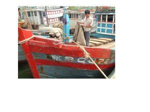 Tàu anh Trương Minh Quang ở Bình Châu, Bình Sơn, Quảng Ngãi trở về trong tơi tả vì bị bão đánh và bị cướp